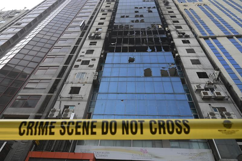 A crime scene ribbon surrounds the burnt building in Dhaka on March 29, 2019, a day after flames tore through the 22-storey FR Tower. (Photo: Munir Uz Zaman/AFP/Getty Images)