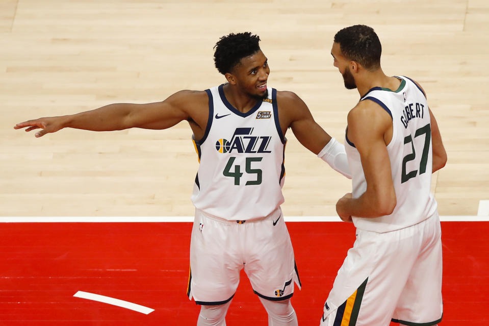 Donovan Mitchell points next to Rudy Gobert.
