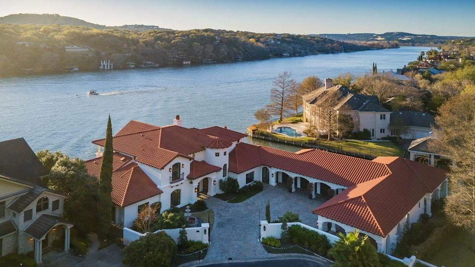 """<p>Head just a bit south of Lake Travis, down the Colorado River, and you'll land at Austin, Texas - where the stunning lakefront properties heat up to an average of <strong>$12.92 million</strong>. Get the best of leisurely lakefront living, with the convenience of Austin nearby. </p><p>Photo: <a href=""""http://www.shimmeringcove.com"""" rel=""""nofollow noopener"""" target=""""_blank"""" data-ylk=""""slk:Shimmering Cove"""" class=""""link rapid-noclick-resp"""">Shimmering Cove</a></p>"""