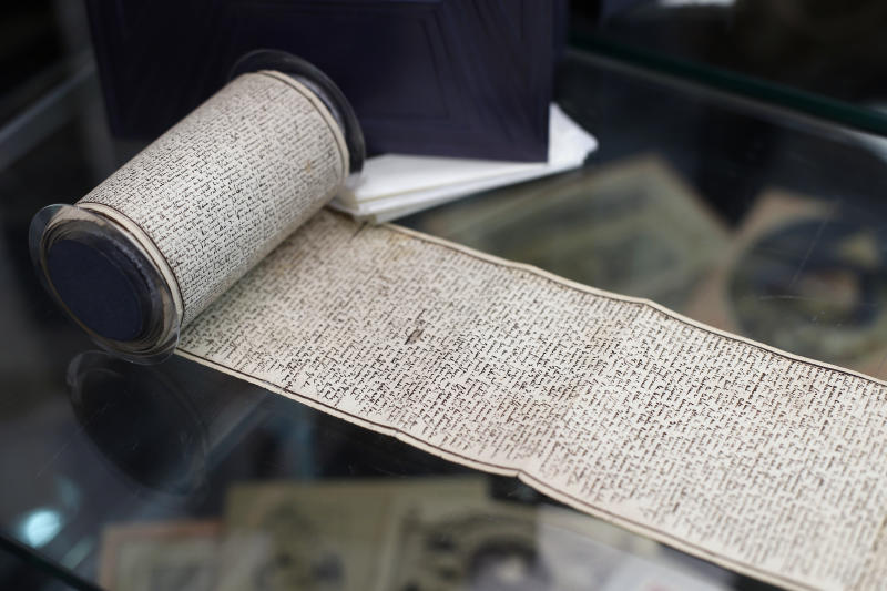 Rare manuscripts to be sold from alleged Paris pyramid scam