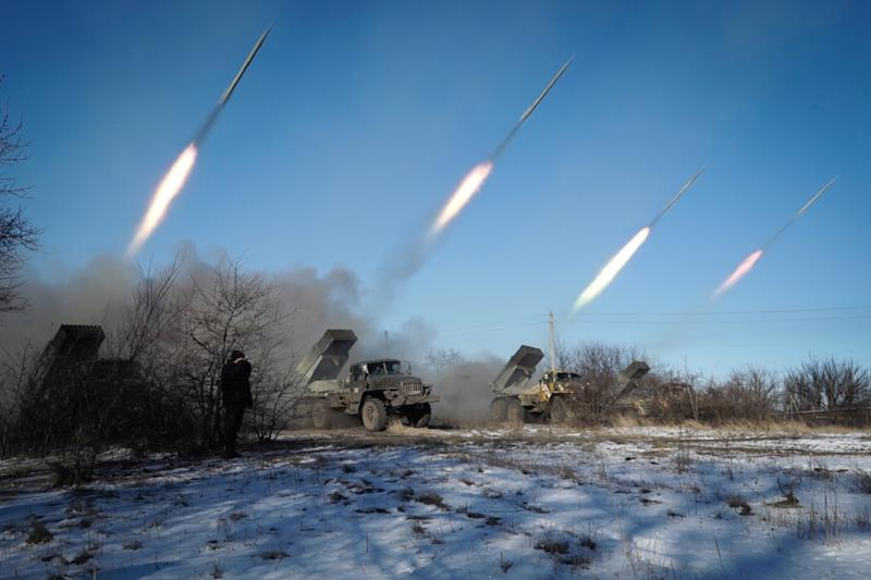 Pro-Russian rebels stationed in the eastern Ukrainian city of Gorlivka, Donetsk region, launch rockets from Grad launch vehicles on February 18, 2015 (AFP Photo/ANDREY BORODULIN)