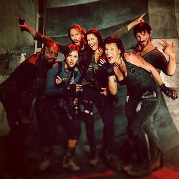 Alice Perrin On Twitter Last Day On Set: First Resident Evil: The Final Chapter Poster And Footage