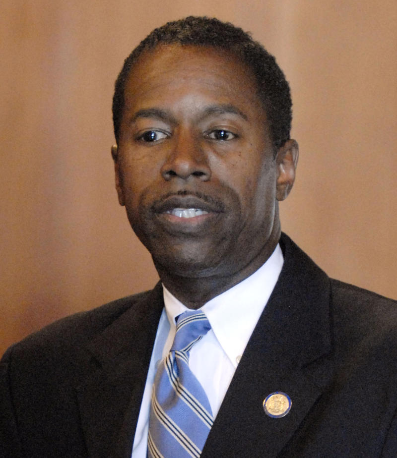 Lawmaker accused of bribes in NYC mayor race plot