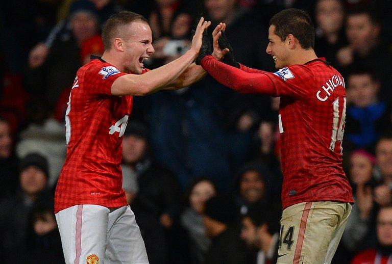 United's Javier Hernandez (R) celebrates with Tom Cleverley after scoring a goal against Newcastle on December 26, 2012