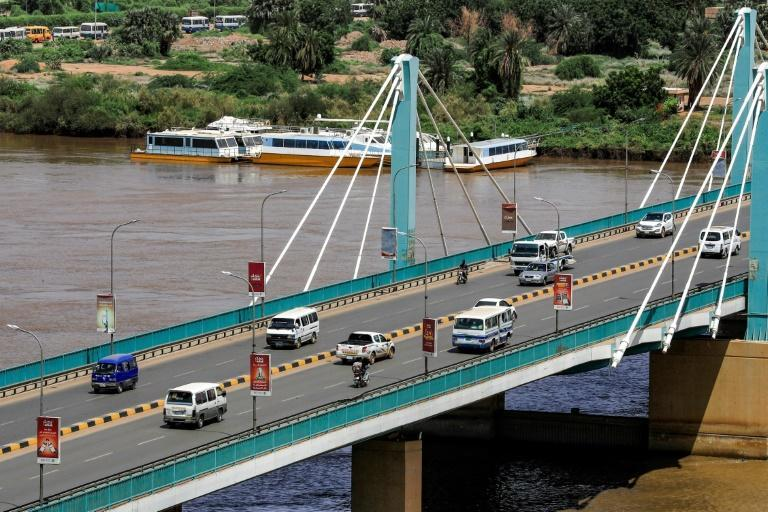 Traffic flows normally across the Mek Nimr Bridge linking Khartoum with Khartoum North, despite the reported coup attempt in the early hours (AFP/ASHRAF SHAZLY)