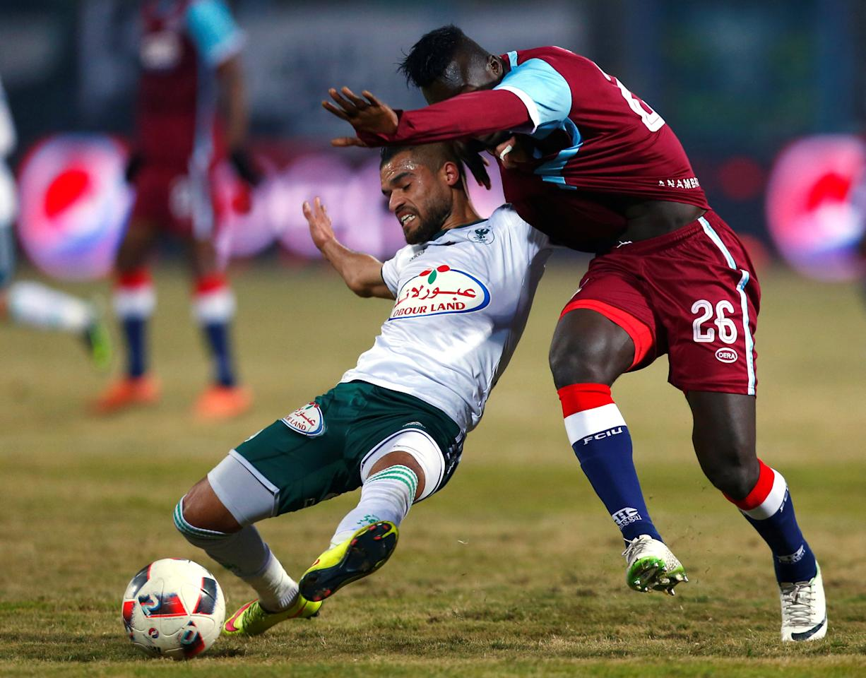 Football Soccer - CAF Confederation Cup - Egypt's El Masry v Nigeria's FC Ifeanyi Ubah - Ismailia Stadium, Egypt - 19/02/2017 - Farid Shawqi of Egypt's El Masry and Pascal Seka of Nigeria's FC Ifeanyi Ubah in action. REUTERS/Amr Abdallah Dalsh