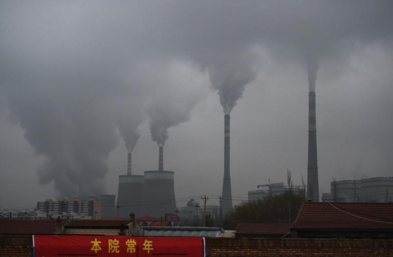 Smoke belches from a coal-fueled power station in China's northern Shanxi province in November 2015 (AFP/GREG BAKER)