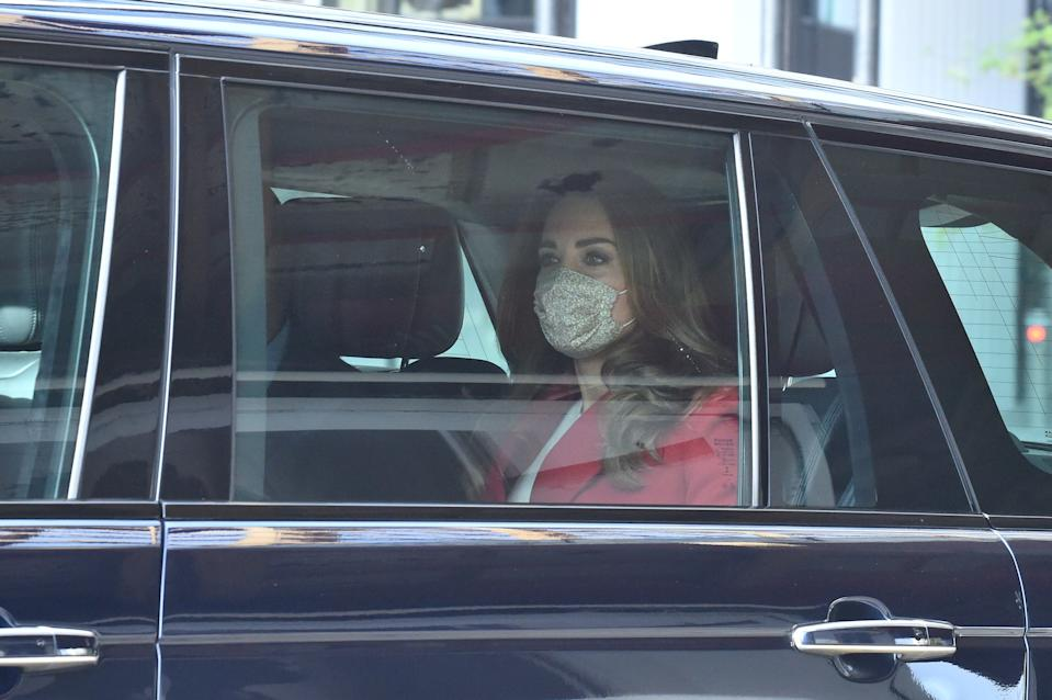 LONDON, ENGLAND - OCTOBER 20: Catherine, Duchess of Cambridge arrives for the launch of the Hold Still campaign at Waterloo Station on October 20, 2020 in London, England. (Photo by Jeremy Selwyn - WPA Pool/Getty Images)