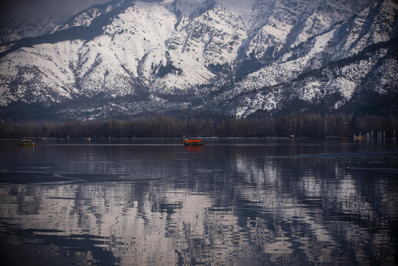 <p>SRINAGAR, KASHMIR, INDIA – FEBRUARY 08: Kashmiri boatmen row their boats on the Dal lake as the snow clad mountains are reflected on the lake during a sunny day on February 08, 2019 in Srinagar. Heavy snowfall since Wednesday has affected power supply and disrupted road and air connectivity in the region. On Friday, officials said, bodies were recovered of seven of the ten policemen who where trapped after an avalanche struck their post near the Jawahar Tunnel on Srinagar- Jammu highway. (Photo by Yawar Nazir/Getty Images) </p>