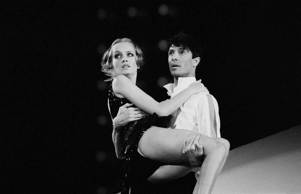 English model, actress, and singer Twiggy performing S'Wonderful with American actor, dancer, singer, theatre director, producer, and choreographer Tommy Tune in the musical 'My One and Only' at the St James Theatre, Broadway, New York City, US, 7th November 1983. (Photo by Fresco/Daily Express/Hulton Archive/Getty Images)