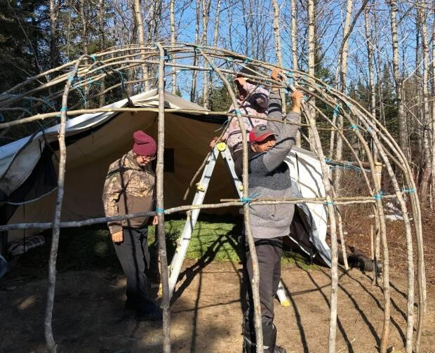 Hugo Hester, right, and Emily Hester, left, built the dwelling at the family trapline, a three-hour skidoo ride north of Waskaganish. They cleared the land and collected the young balsamtrees and balsam boughs andbuilt the structurewith the help of family andlocal Elders Alexand Margaret Katapatuk.