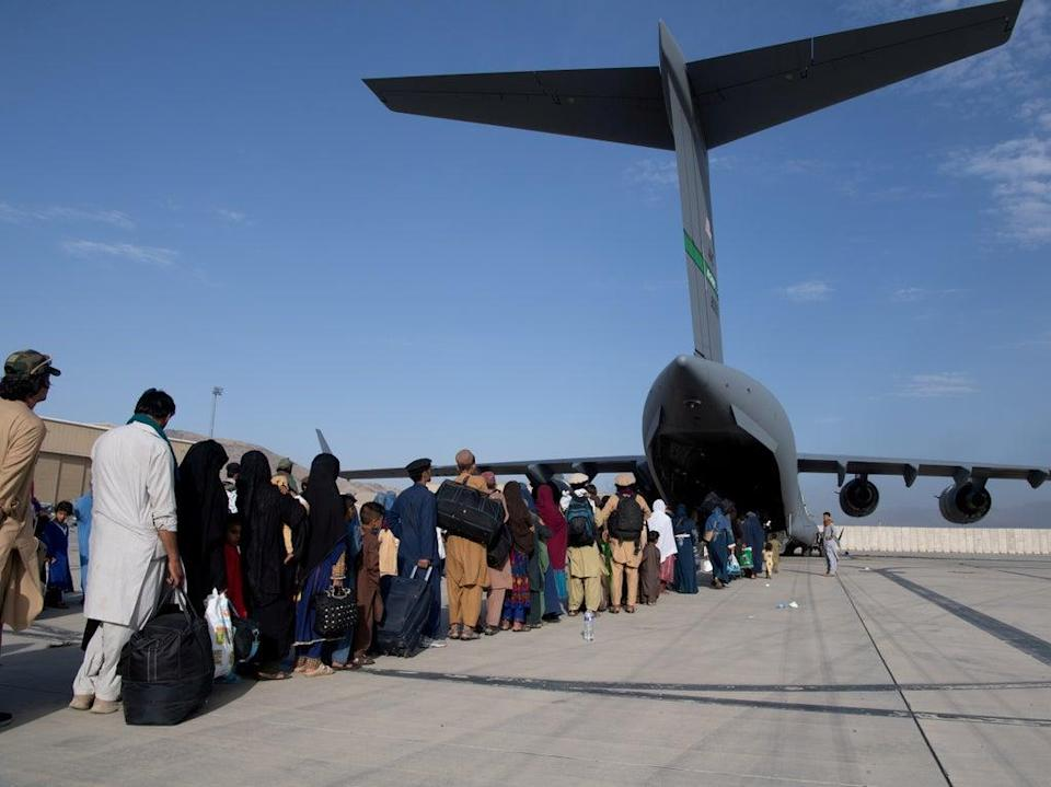 The US Air Force load passengers onto a C-17 Globemaster III at Hamid Karzai International Airport in Kabul, Afghanistan on August 24, 2021 (via REUTERS)