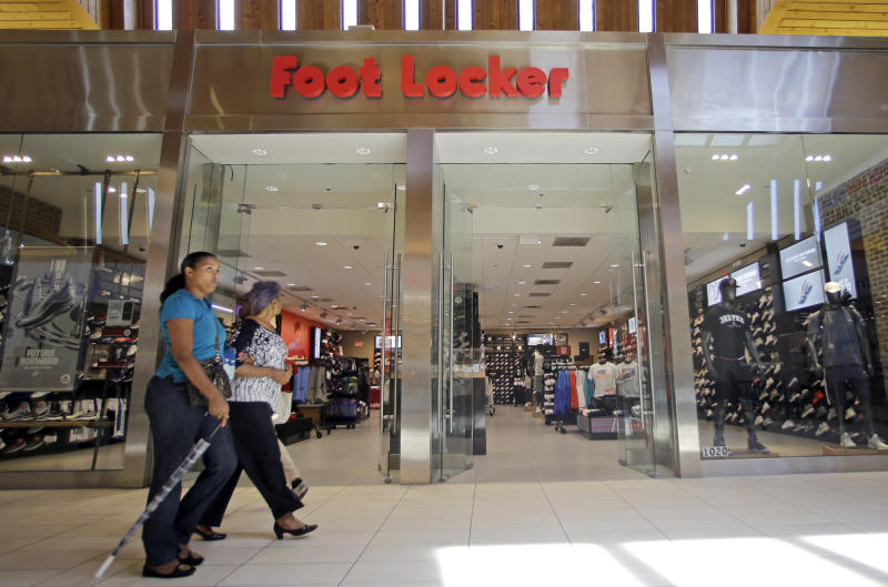 Foot Locker 1Q results miss Street, cuts earnings outlook