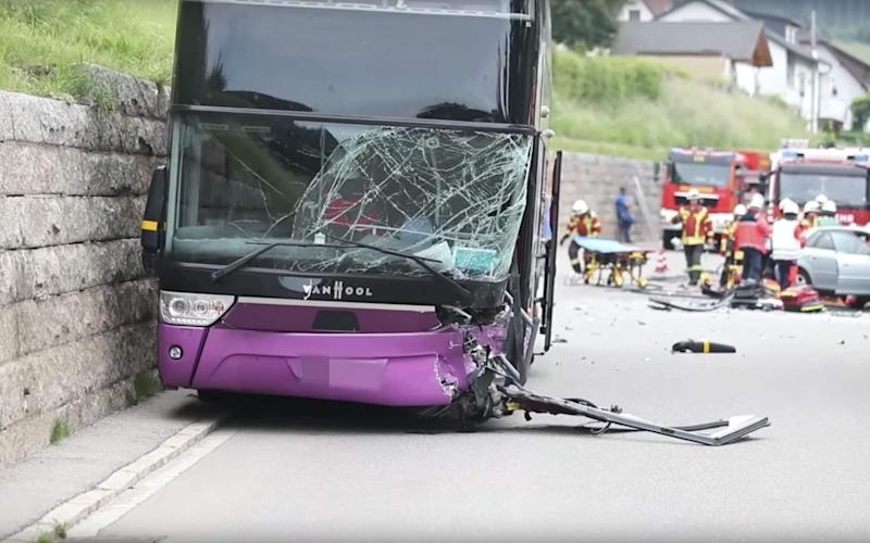 The double decker bus which was carrying 73 students following the crash - Schwarzwälder Bote