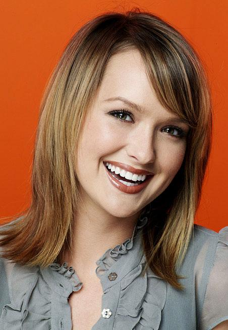 Kaylee DeFer stars as Hillary in The War At Home on FOX.