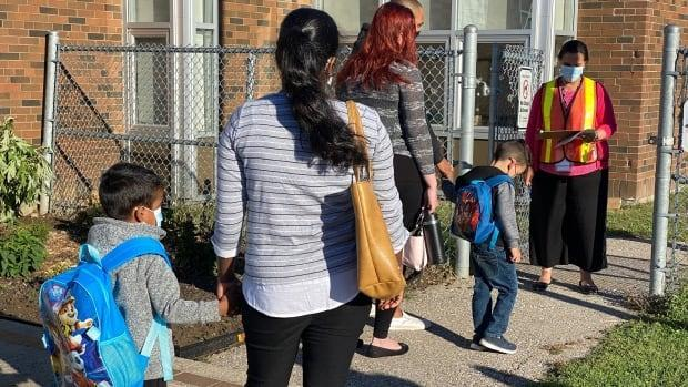 Ontario reported another 798 cases of COVID-19 Thursday, asstudents in the Toronto, Peel, York and Durham boards head back to class. (Paul Smith/CBC - image credit)