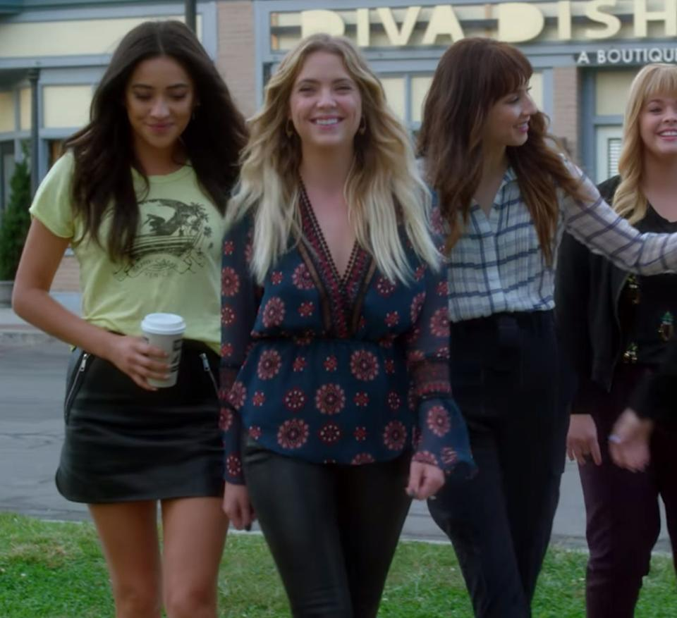 Emily Fields (left) with Hanna Marin (right).