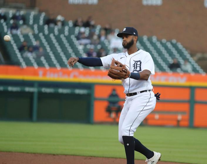 Detroit Tigers shortstop Willi Castro (9) fields a groundball hit by Minnesota Twins right fielder Jake Cave (60) during third inning action Friday, May 7, 2021 at Comerica Park in Detroit.
