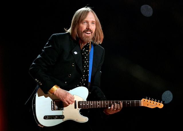 FILE PHOTO: Singer Tom Petty and the Heartbreakers perform during the half time show of the NFL's Super Bowl XLII football game between the New England Patriots and the New York Giants in Glendale, Arizona, U.S., February 3, 2008. REUTERS/Jeff Haynes/File Photo