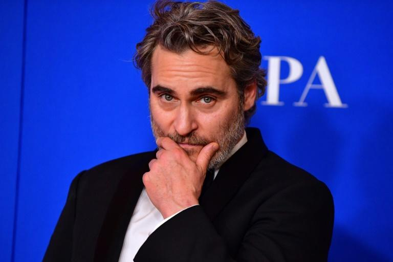 "The ""brave and compassionate"" move to serve an all-vegan menu at the Golden Globes drew glowing praise from US actor Joaquin Phoenix"