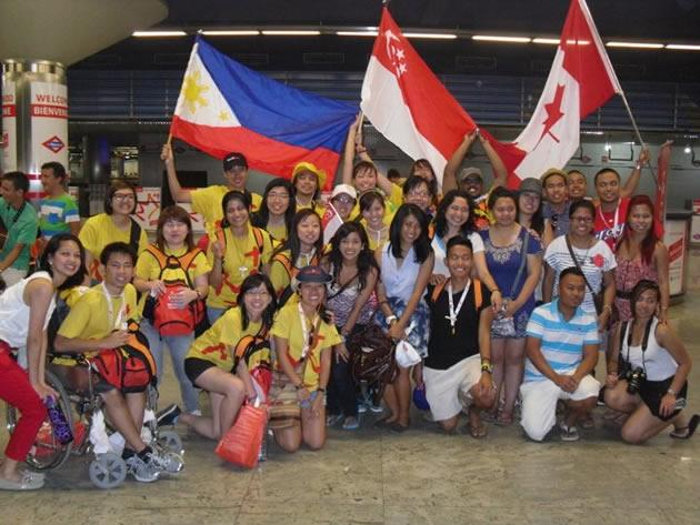 The Singapore contingent poses for a picture with pilgrims from the Philippines and Canada. (Photo courtesy of Michelle Goh)