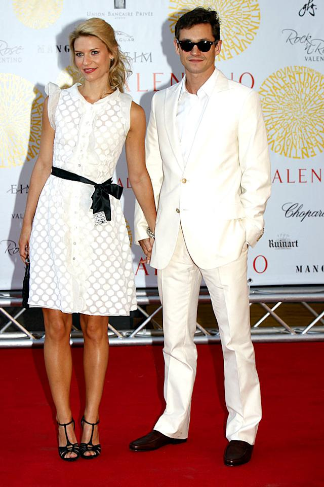 "Claire Danes and her beau Hugh Dancy look great in their matching black and white ensembles. <a href=""http://www.splashnewsonline.com"" target=""new"">Splash News</a> - July 7, 2007"