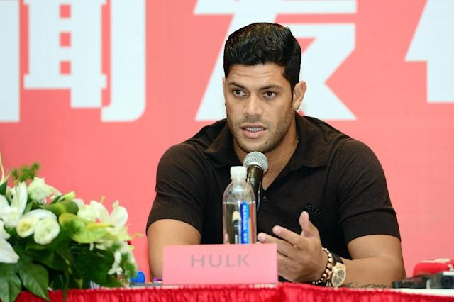 Brazil's Hulk speaks during a press conference announcing joining Shanghai SIPG football club, on July 1, 2016 (AFP Photo/-)