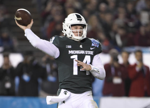 "Michigan State quarterback <a class=""link rapid-noclick-resp"" href=""/ncaaf/players/257176/"" data-ylk=""slk:Brian Lewerke"">Brian Lewerke</a> throws during the first half of the Holiday Bowl NCAA college football game against Washington State on Thursday, Dec. 28, 2017, in San Diego. (AP Photo/Denis Poroy)"