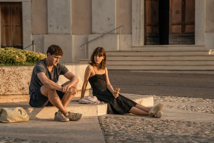 "<em><h2>Normal People</h2></em><br>Marianne Sheridan (Daisy Edgar-Jones) and Connell Waldron (Paul Mescal) may not have dressed in designer labels like <em>Emily In Paris</em>' protagonist, but that doesn't mean the fashion in Hulu's TV adaptation of Sally Rooney's sophomore novel <a href=""https://www.refinery29.com/en-us/2020/05/9792281/normal-people-fashion-costume-designer-interview"" rel=""nofollow noopener"" target=""_blank"" data-ylk=""slk:Normal People"" class=""link rapid-noclick-resp""><em>Normal People</em></a> was any less influential. <br><br>Interestingly enough, it was <a href=""https://www.refinery29.com/en-us/2020/05/9779238/mens-jewelry-trend-connells-chain-instagram-normal-people"" rel=""nofollow noopener"" target=""_blank"" data-ylk=""slk:Connell's thirst trap of a chain necklace"" class=""link rapid-noclick-resp"">Connell's thirst trap of a chain necklace</a> that made the show a sartorial hit. The simple, silver necklace — which, soon after the show premiered, gained its own Instagram account titled <a href=""https://www.instagram.com/connellschain/?hl=en"" rel=""nofollow noopener"" target=""_blank"" data-ylk=""slk:@connellschain"" class=""link rapid-noclick-resp"">@connellschain</a> — led to a 43% increase in searches for men's chain necklaces year-over-year according to <a href=""https://www.lyst.com/year-in-fashion-2020/#moments-in-pop-culture"" rel=""nofollow noopener"" target=""_blank"" data-ylk=""slk:Lyst"" class=""link rapid-noclick-resp"">Lyst</a>. <span class=""copyright"">Photo: Courtesy of Hulu.</span>"