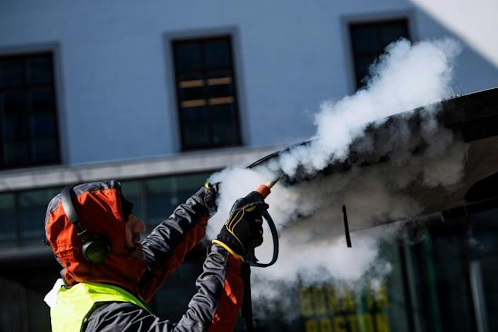A man cleans and desinfects a taxi in Stockholm (AFP Photo/Jonathan NACKSTRAND)