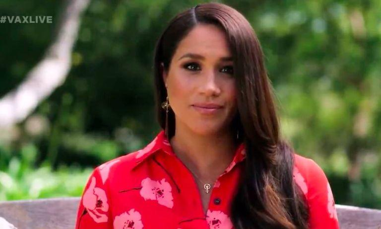 Meghan Markle's necklace is a scene-stealer. (Photo: YouTube)