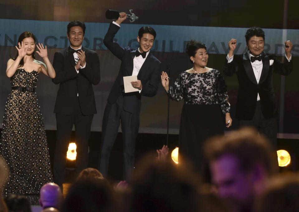 """Park So-dam, from left, Lee Sun Gyun, Choi Woo-shik, Lee Jeong-eun and Kang-Ho Song accept the award for outstanding performance by a cast in a motion picture for """"Parasite"""" at the 26th annual Screen Actors Guild Awards at the Shrine Auditorium & Expo Hall on Sunday, Jan. 19, 2020, in Los Angeles. (AP Photo/Chris Pizzello)"""