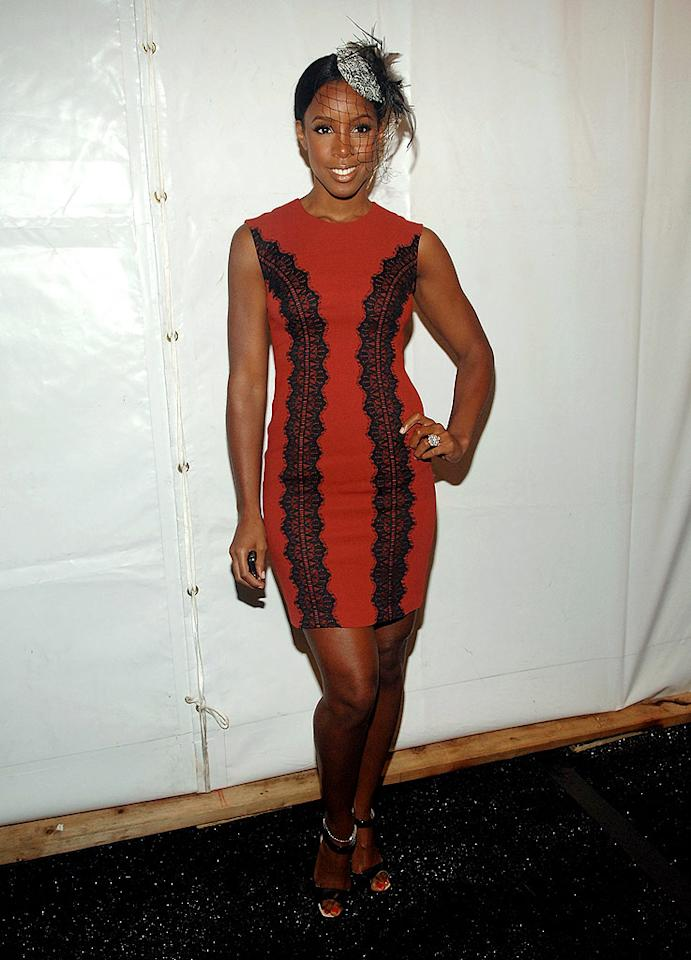 "Kelly Rowland is gorgeous; her dress is cute, and her heels are hot. Unfortunately, she ruined her look by strapping a feathered veil -- that resembles a web-spinning tarantula -- to the top of her head. Duffy-Marie Arnoult/<a href=""http://www.wireimage.com"" target=""new"">WireImage.com</a> - September 14, 2009"