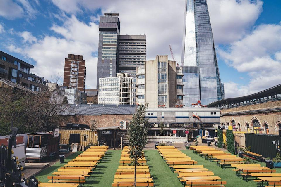 "<p>This vast outdoor space of <a href=""https://www.vinegaryard.london/"" rel=""nofollow noopener"" target=""_blank"" data-ylk=""slk:Vinegar Yard"" class=""link rapid-noclick-resp"">Vinegar Yard</a> has canopy covers for the rain so that you and five friends (max) can enjoy street food from vendors like Baba G's and Nanny Bill's while staying warm and having a drink.</p>"