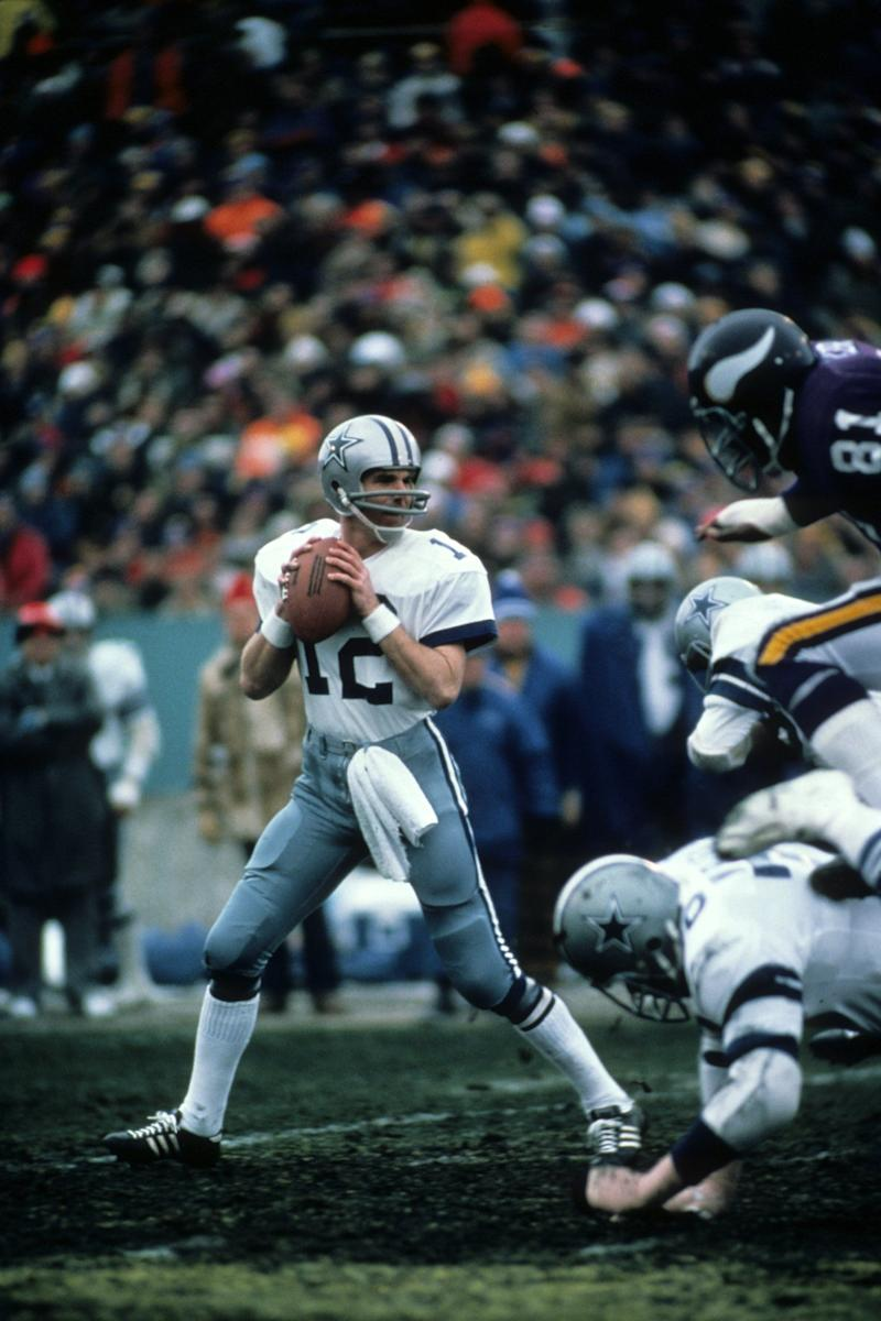MINNEAPOLIS, MN - DECEMBER 28, 1975: Quarterback Roger Staubach #12 of the Dallas Cowboys drops back to pass during the NFC Divisional Playoff Game on December 28, 1975 against the Minnesota Vikings at Metropolitan Stadium in Minneapolis, Minnesota. (Photo by Tony Tomsic/Getty Images)