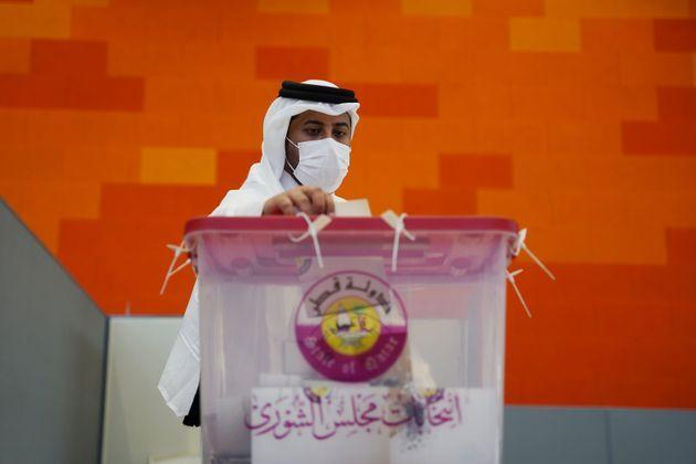 DOHA, QATAR - OCTOBER 02: Qataris cast their ballots at a polling station during country's first legislative elections at the Jawaan Bin Jassim School in Doha, Qatar on October 02, 2021. (Photo by Ahmed Saleh/Anadolu Agency via Getty Images) (Photo: Anadolu Agency via Getty Images)