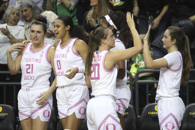 Oregon's Erin Boley, Satou Sabally, Sabrina Ionescu, Ruthy Hebard and Taylor Chavez, from left, celebrate in the closing seconds of the team's NCAA college basketball game in against Arizona in Eugene, Ore., Friday, Feb. 7, 2020. (AP Photo/Chris Pietsch)