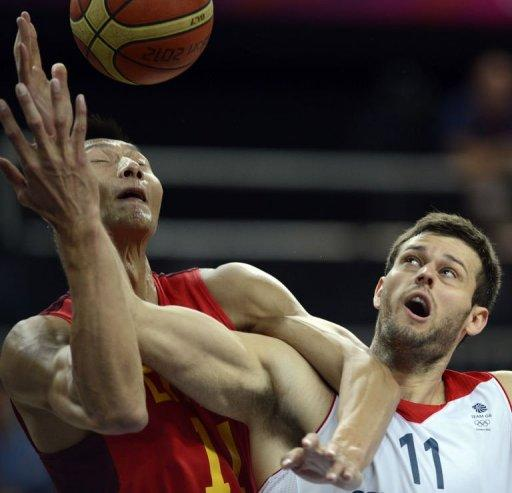Chinese centre Yi Jianlian (L) vies with British forward Joel Freeland