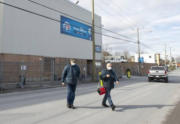 Workers aged 45 and up at the Olymel plant in Vallée-Jonction, Que., had the opportunity to not only get vaccinated on site Friday, but get paid for doing it. (Jacques Boissinot/The Canadian Press - image credit)