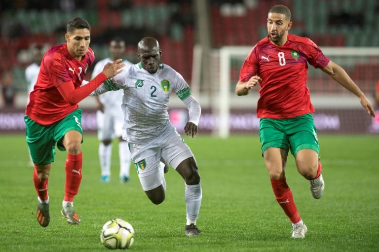 Moroccans Achraf Hakimi (L) and Adel Taarabt contest possession with Mauritanian Moustapha Diaw during an Africa Cup of Nations qualifier in Rabat (AFP Photo/FADEL SENNA)