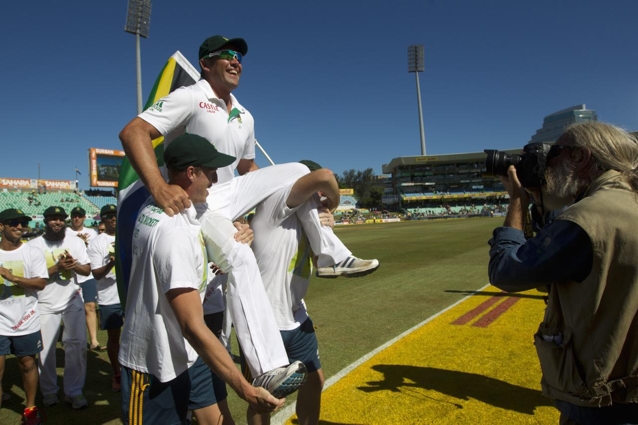 South Africa's Jacques Kallis is carried by his team mates as his test career ends after the fifth day of the second cricket test match against India in Durban, December 30, 2013. REUTERS/Rogan Ward (SOUTH AFRICA - Tags: SPORT CRICKET)