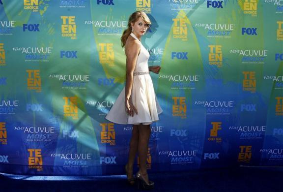 Taylor Swift arrives at the Teen Choice Awards in Los Angeles August 7, 2011.