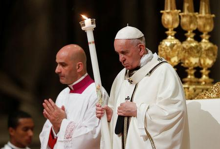 Pope Francis leads the Easter vigil Mass in Saint Peter's Basilica at the Vatican, April 20,2019. REUTERS/Remo Casilli