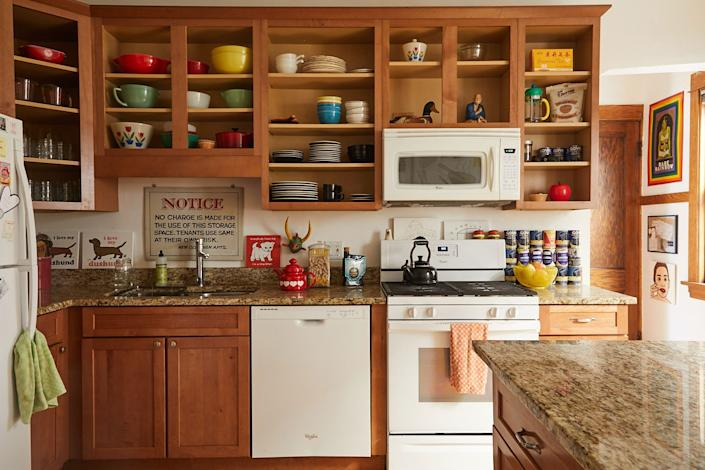 "<div class=""caption""> Derek's great case for <a href=""https://www.architecturaldigest.com/story/do-you-have-what-it-takes-to-live-with-open-kitchen-shelving?mbid=synd_yahoo_rss"" rel=""nofollow noopener"" target=""_blank"" data-ylk=""slk:open kitchen shelving"" class=""link rapid-noclick-resp"">open kitchen shelving</a>: ""Not having to open a cupboard is one less thing to do in life."" Also, some favorite wares: the <a href=""https://fave.co/2VLDSwn"" rel=""nofollow noopener"" target=""_blank"" data-ylk=""slk:black Sasaki dishware"" class=""link rapid-noclick-resp"">black Sasaki dishware</a> and the <a href=""https://fave.co/3bDVxgh"" rel=""nofollow noopener"" target=""_blank"" data-ylk=""slk:Waechtersbach coffee mugs"" class=""link rapid-noclick-resp"">Waechtersbach coffee mugs</a>. </div>"