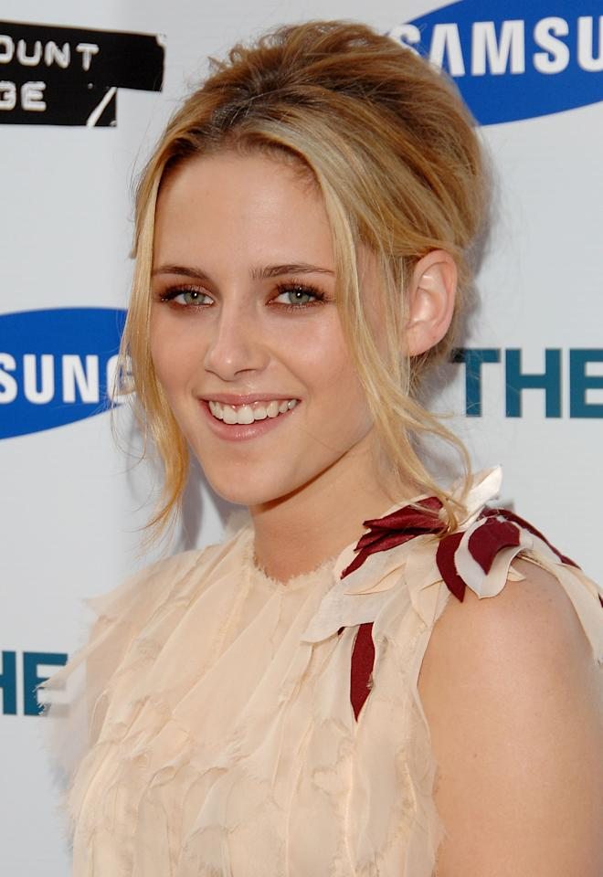 "<p>Kristen Stewart received critical acclaim for her role in ""Into The Wild,"" and stellar marks for her beauty look at the premiere in 2007.</p>"