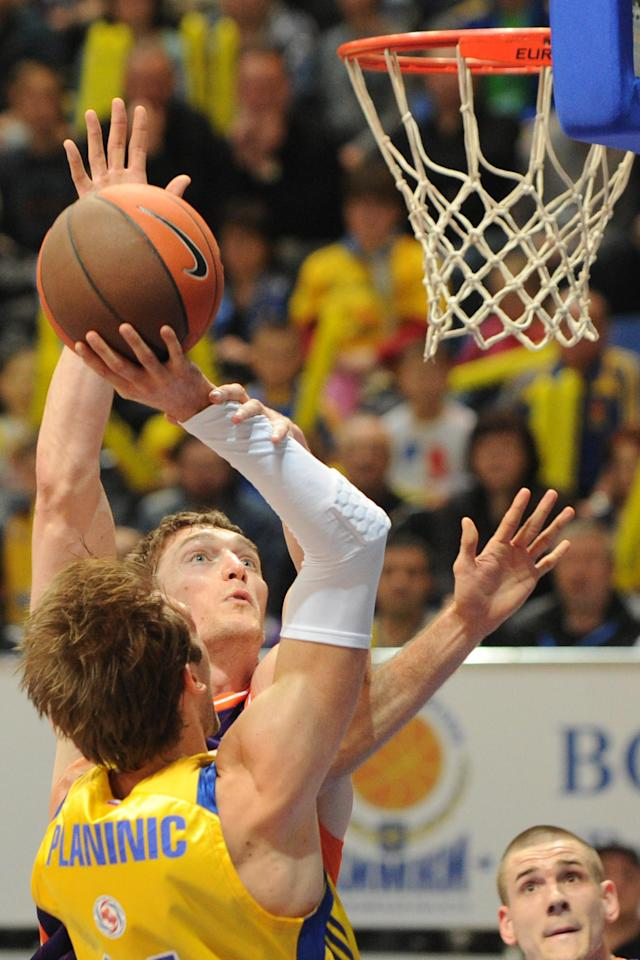 Valencia's Serhiy Lishchuk vies with BC Khimki's Zoran Planinic (L) during the Eurocup final basketball match between BC Khimki and Valencia in Khimki, outside Moscow on April 15, 2012. AFP PHOTO / KIRILL KUDRYAVTSEV (Photo credit should read KIRILL KUDRYAVTSEV/AFP/Getty Images)