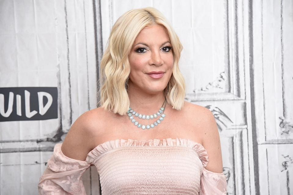 """NEW YORK, NEW YORK - AUGUST 05: Tori Spelling visits the Build Series to discuss the Fox series """"BH90210"""" at Build Studio on August 05, 2019 in New York City. (Photo by Gary Gershoff/Getty Images)"""