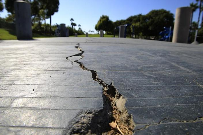 HUNTINGTON BEACH, CA--AUG. 21, 2014: A long crack splits the sidewalk at the Discovery Well Park in the SeaCliff area of Huntington Beach, located on top of the Newport-Inglewood fault, which is integrated into developments Thursday, Aug. 21, 2014. (Photo By Allen J. Schaben / Los Angeles Times)