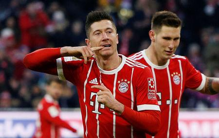 Soccer Football - Bundesliga - Bayern Munich vs Werder Bremen - Allianz Arena, Munich, Germany - January 21, 2018   Bayern Munich's Robert Lewandowski celebrates scoring their second goal. REUTERS/Michaela Rehle