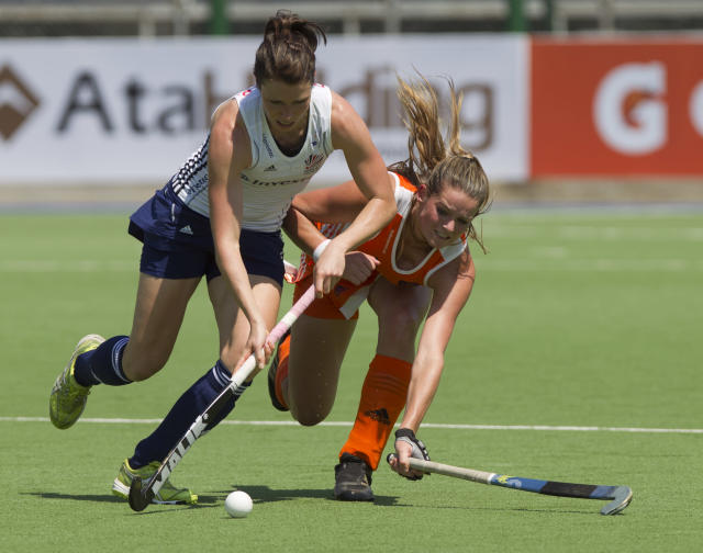 Anne Panter, left, from England, battles for the ball with Netherlands' Lidewij Welten during their Women's Champions Trophy field hockey match in Rosario, Argentina, Sunday, Jan. 29, 2012. (AP Photo/Eduardo Di Baia)